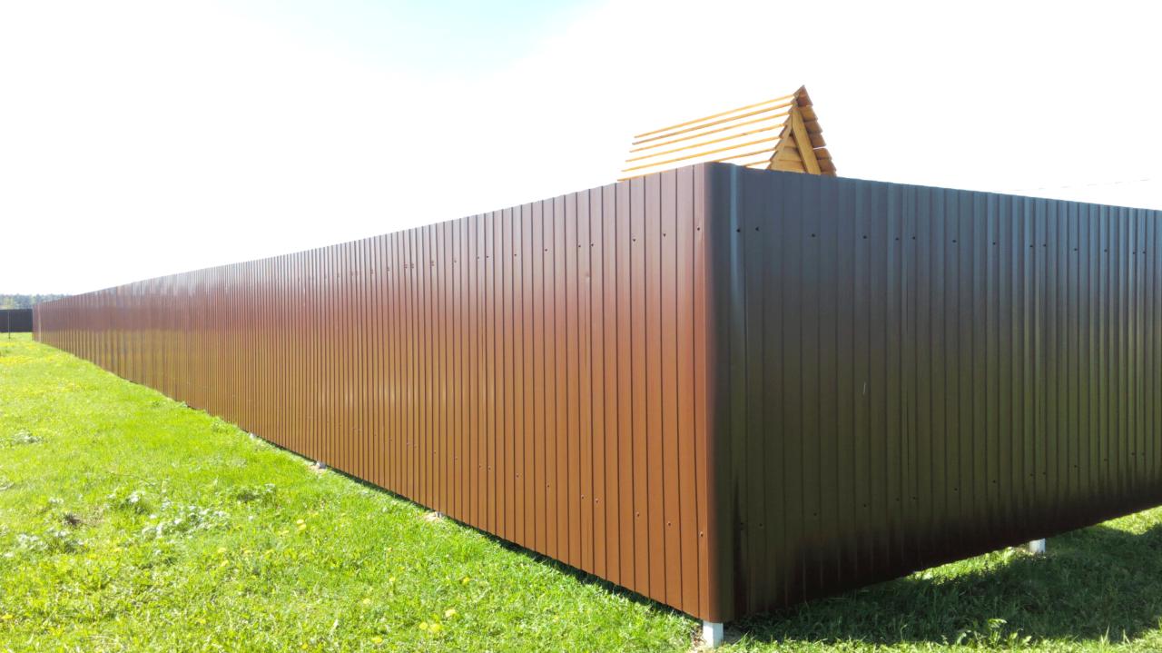Забор-из-профнастила-коричневый